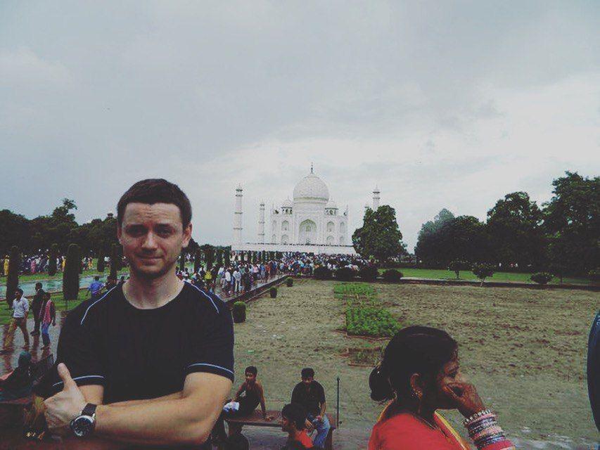 Индия с компанией новая эра